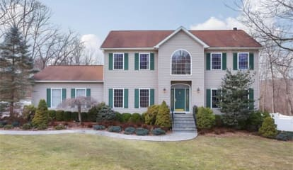 3 Stonefield Court, Cortlandt Manor, NY 10567