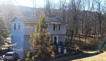702 Sprout Brook Road, Putnam Valley, NY 10579