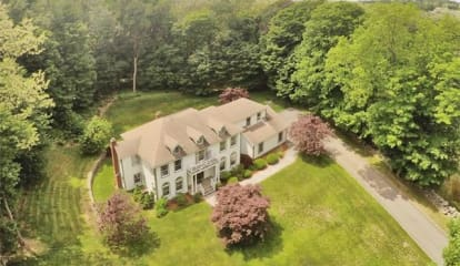 10 Brundige Drive, Goldens Bridge, NY 10526