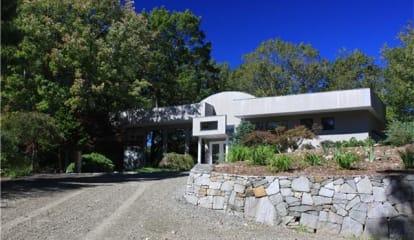 10 Sasqua Trail, Weston, CT 06883