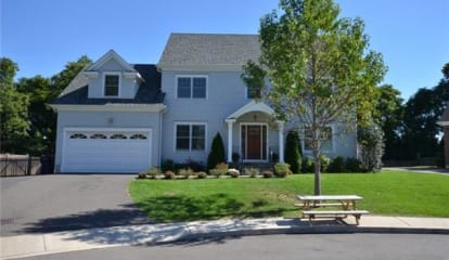 25 Pansy Circle, Fairfield, CT 06824