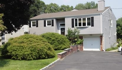 4 Sussex Place, Stamford, CT 06905 - $635,000