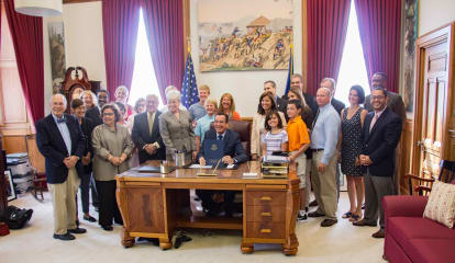 Fairfield Rep. McCarthy Vahey Attends Signing Of Dyslexia Bill