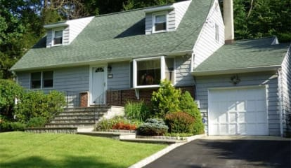 JUST LISTED: 64 Stuart Road Cortlandt Manor, NY 10567