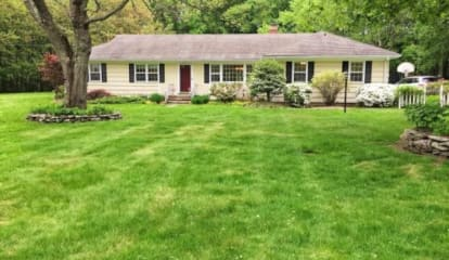 FEATURED LISTING: 19 High Ridge Place Easton, CT 06612