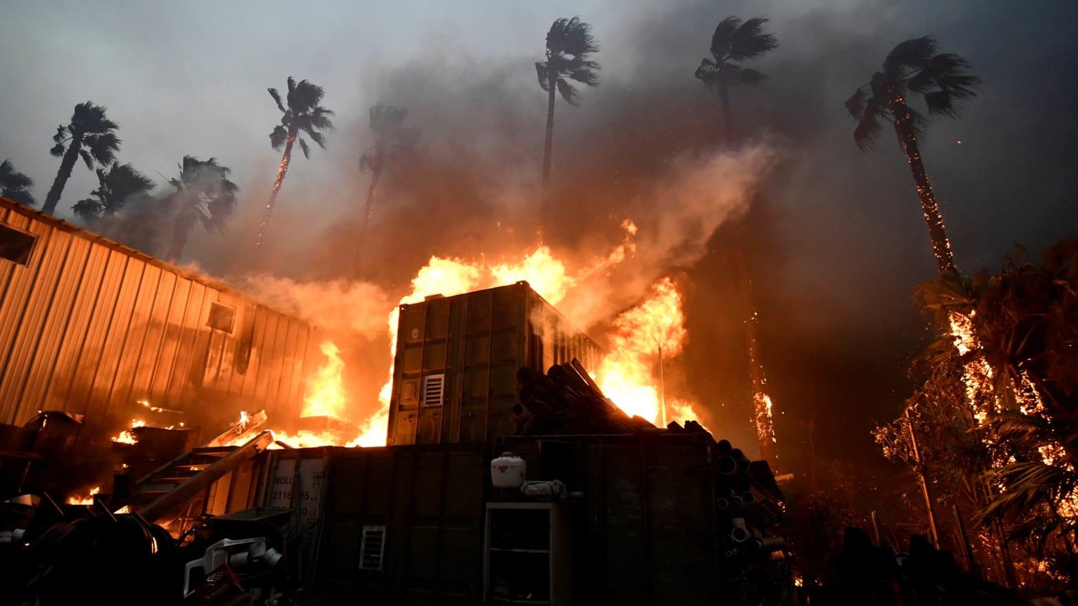 night image of woolsey fire in malibu california camp climate change global warming negative rain ron elvington meteorlogy drought