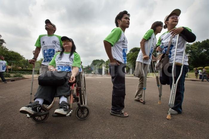 Инвалиды 2 группы получают