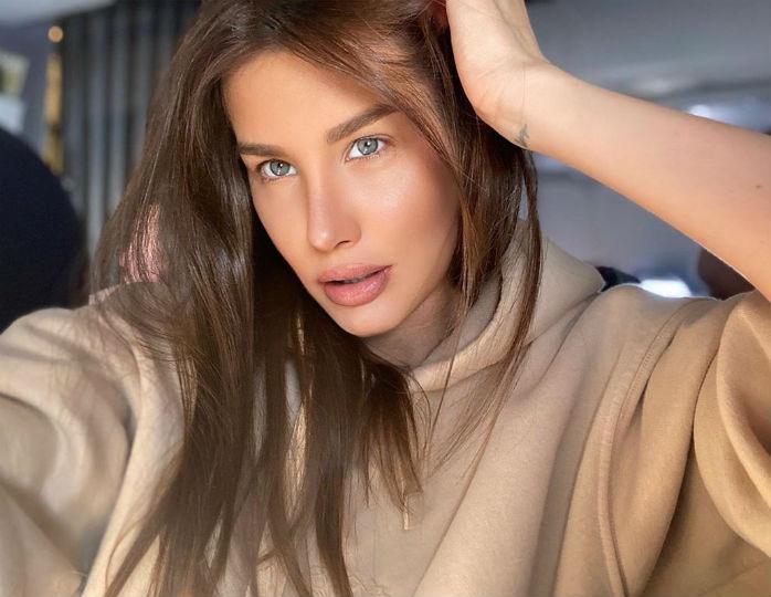 «Какая красота»: Кети Топурия подчеркнула фигуру кожаными лосинами и блузкой оверсайз
