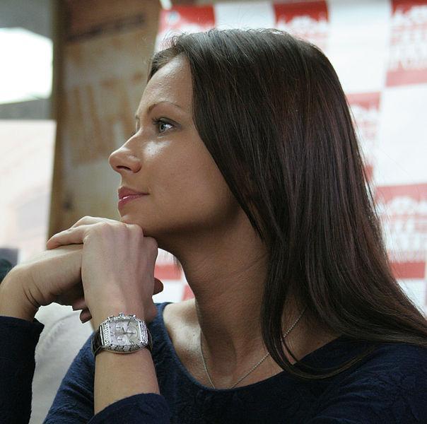 Уставшая от слухов Мария Миронова о муже: «Я его не скрываю, но он не публичный человек»