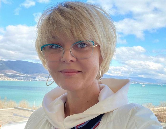 «С мешками под глазами и морщинами»: 50-летняя Меньшова заговорила о принятии возраста
