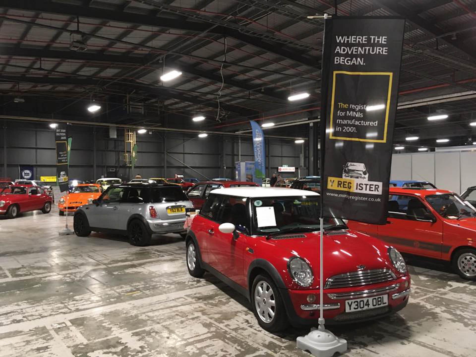 Photo of Red Y Reg BMW MINI Cooper R50 Registration Number Y304OBL image 2