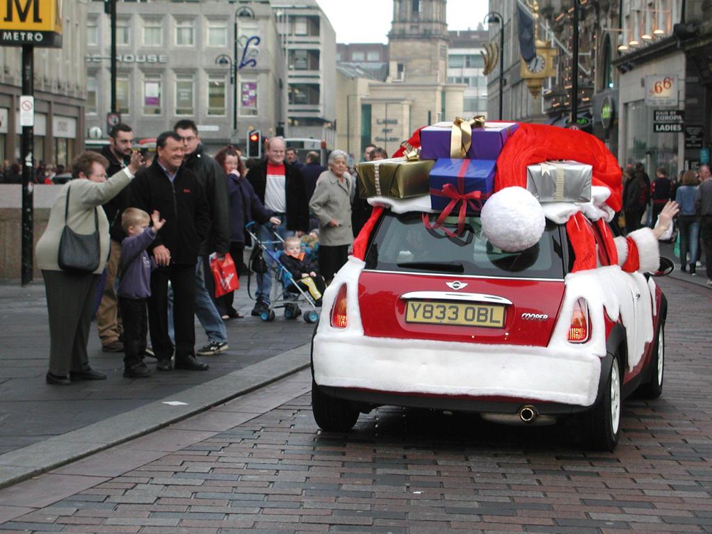 Y833OBL MINI Cooper R50 Santa's Sleigh