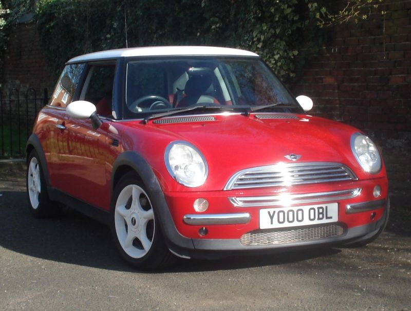 MINI Cooper R50 Red with false Y000 OBL April Fools Number Plate