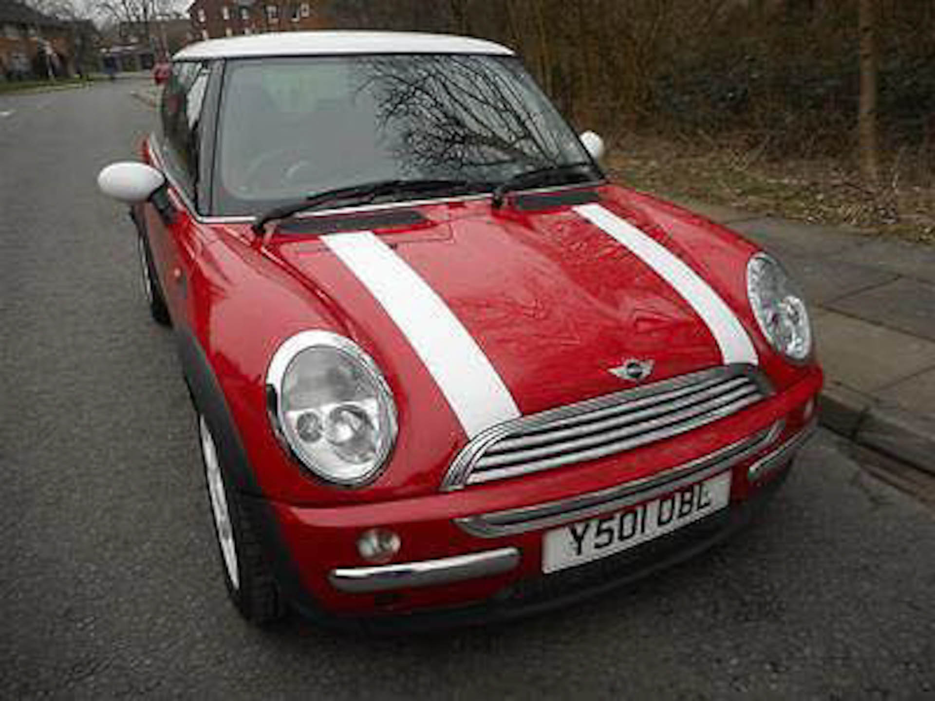 Photo of Red Y Reg BMW MINI Cooper R50 Registration Number Y501OBL image 1