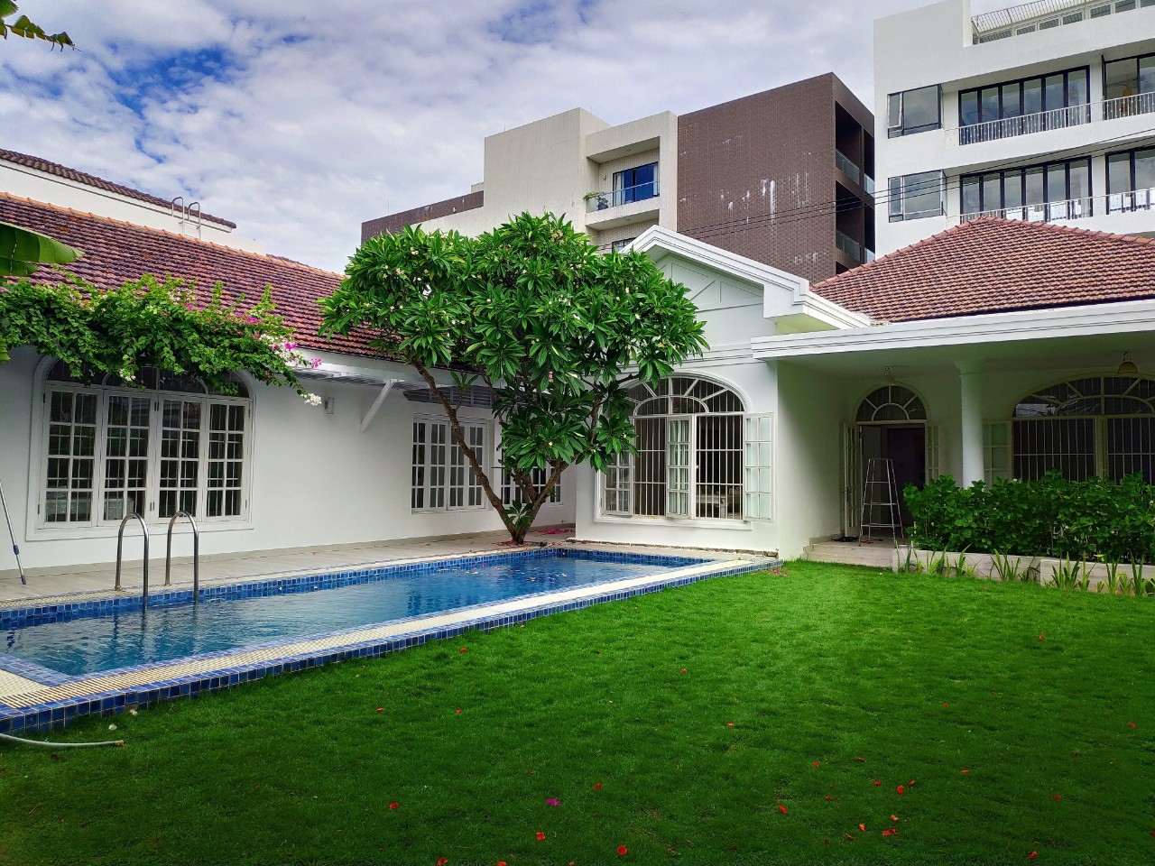 GRAND 3 BEDROOM VILLA NEAR MY KHE BEACH    NHS.V.B0050c