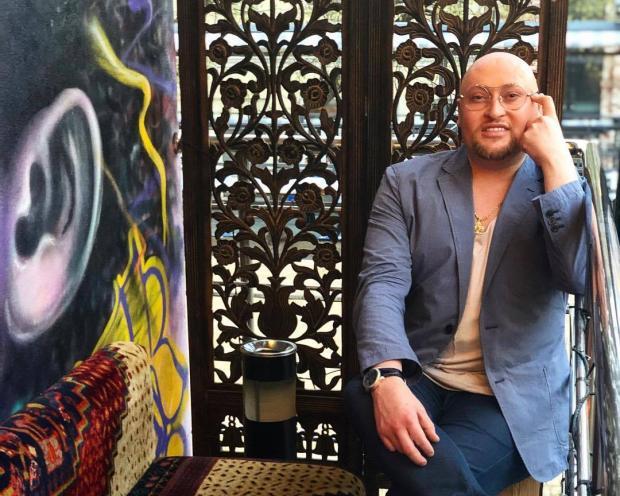 Мама Шуры выглядит моложе сына: семейное фото артиста активно обсуждают в Сети