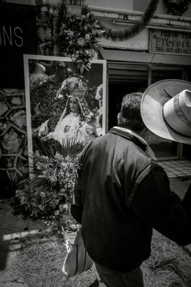 A man lifts his hat to Our Lady of Mercy in San Cristóbal de las Casas