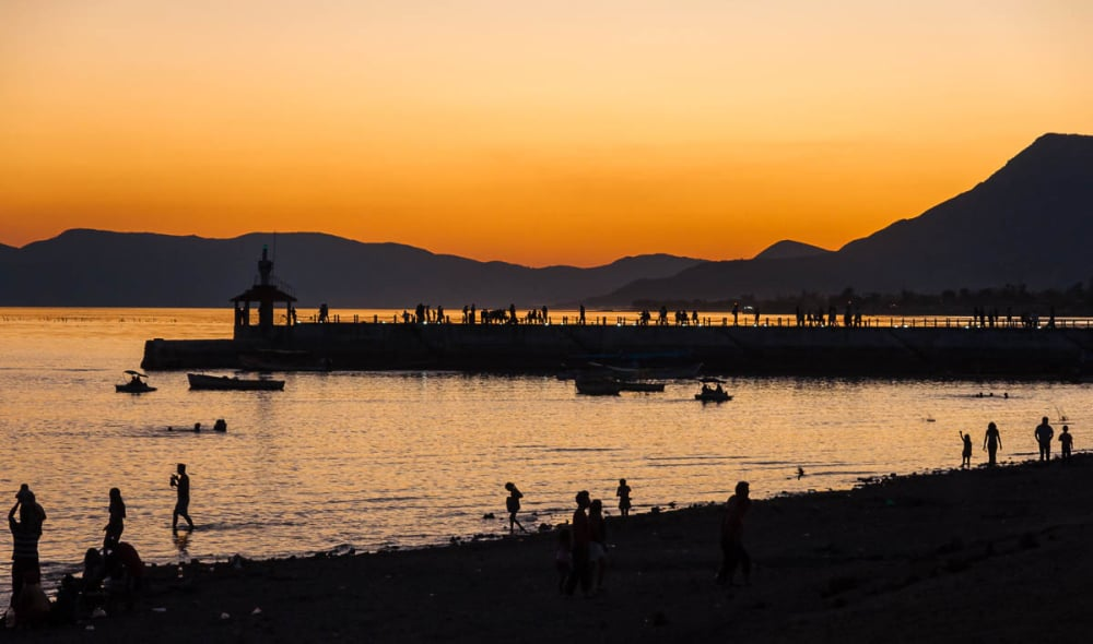 Crowds at sunset on the malecón in Chapala, Jalisco.