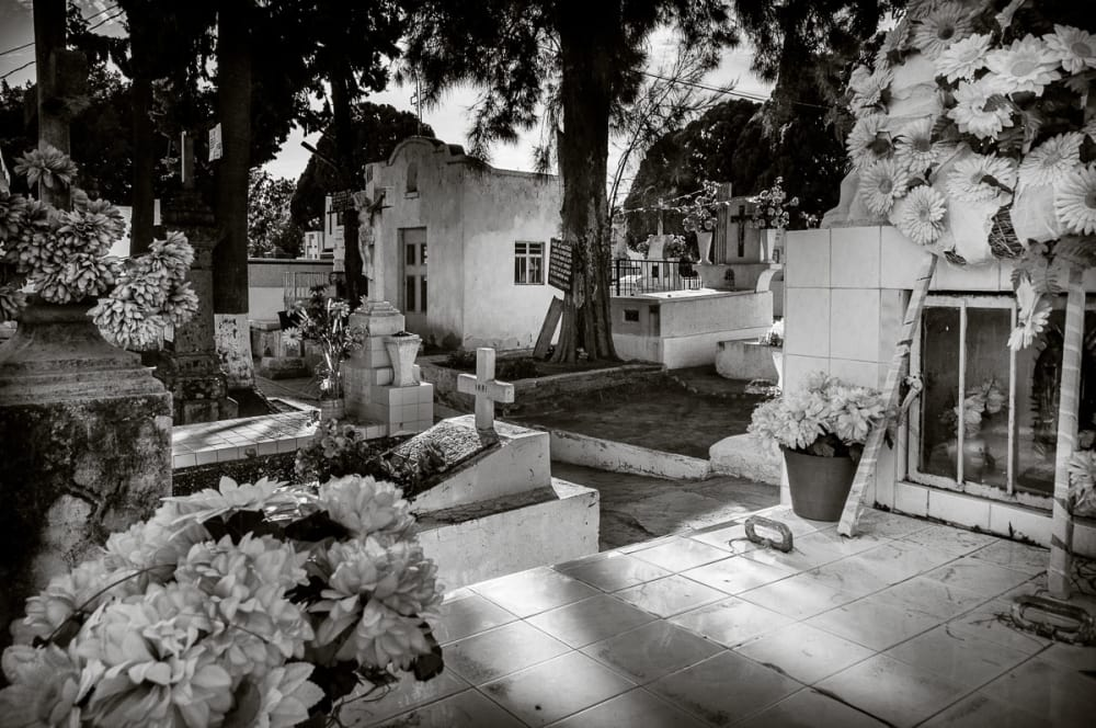 What it's like inside Mexican cemeteries in Jalisco.
