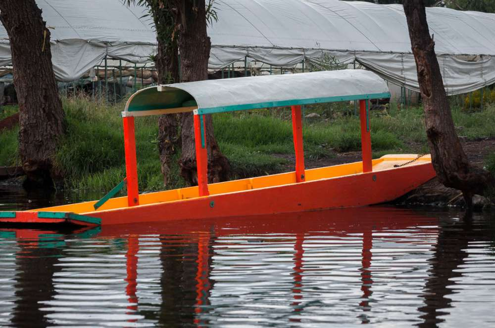 A boat at Xochimilco tied up along the shore.