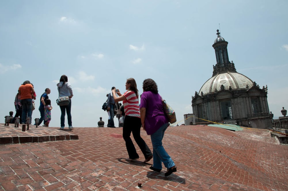People on top of the nave of the cathedral in Mexico City.