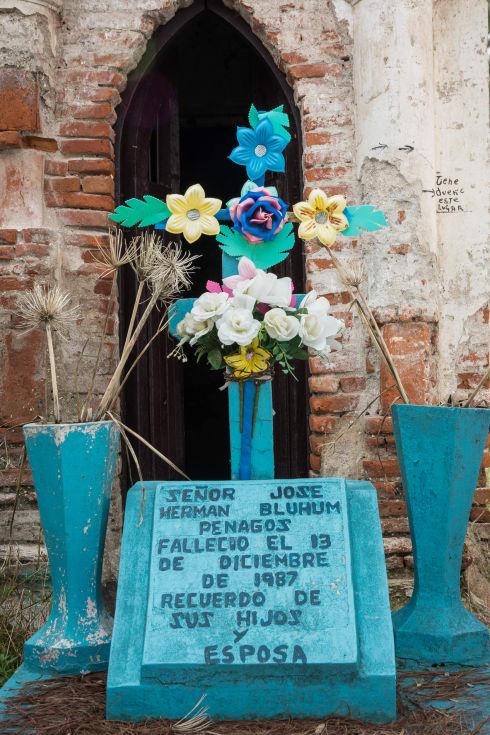 A grave in the Panteón Municipal in San Cristóbal de las Casas, Chiapas.