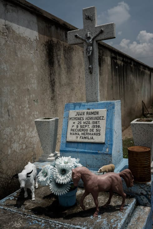 A grave for a child, Juan Ramón Morones Hernández, born 25 March 1987, died 9 September 1998. Remembered by his mother, siblings and family.