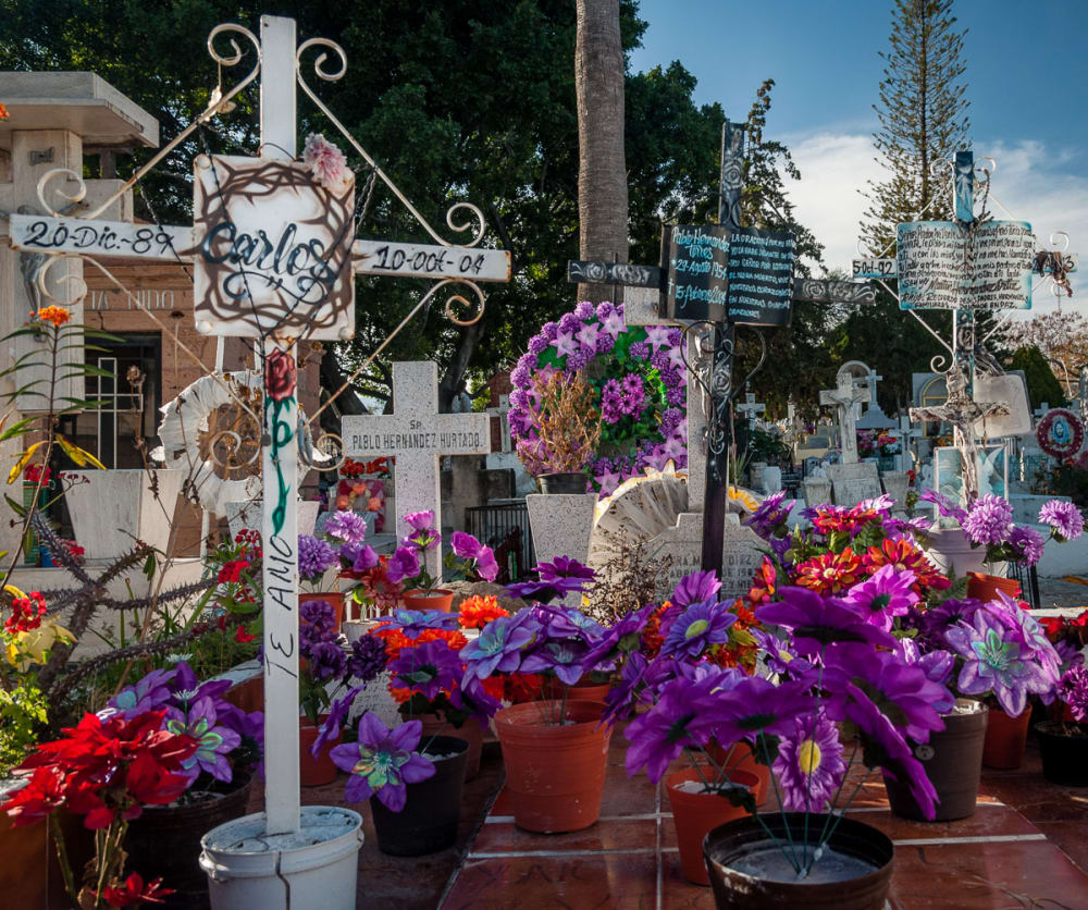 A tomb in Chapala, Jalisco, arranged for the Día de los Angelitos.