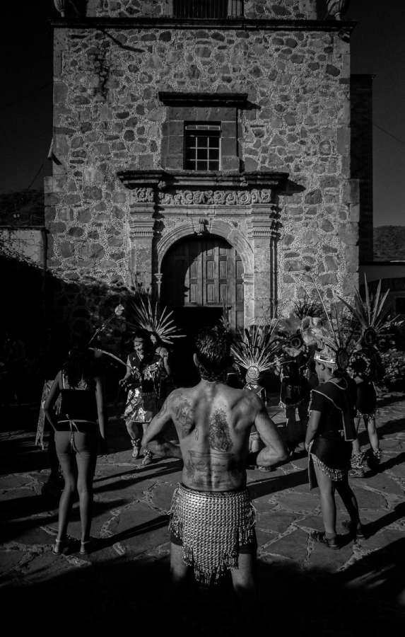 Aztec dancers welcome the return of the image of Saint Sebastian to the old Ajijic church. The saint is the local patron saint of the barrio of San Sebastián, which celebrates its patrón every January 20.