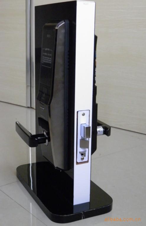 Khóa Samsung SHS-705 được thiết kế sang trọng