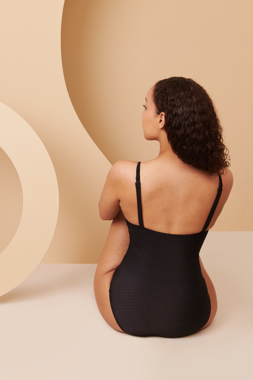 Maillot de bain menstruel de dos en taille 42