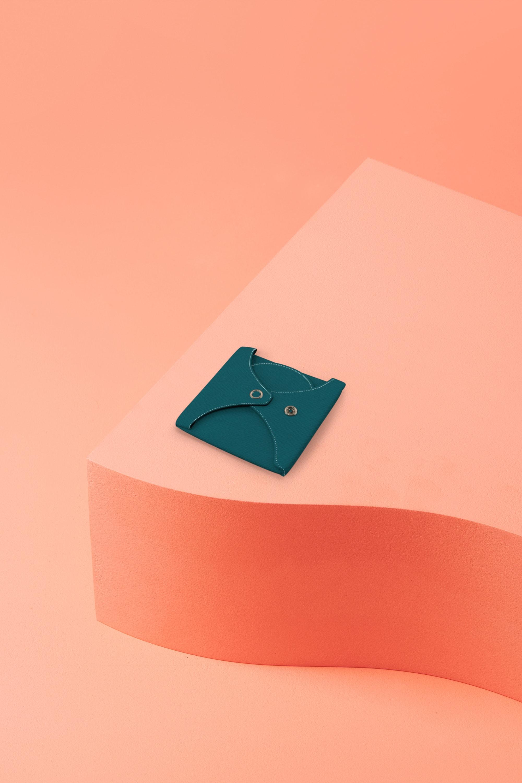 serviette hygiénique lavable en coton bio pour flux normal - lagon - pliée