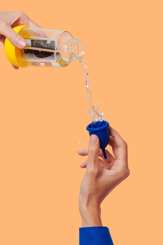 la gourde mini Gobi et sa coupe menstruelle S pour flux léger à moyen - eau