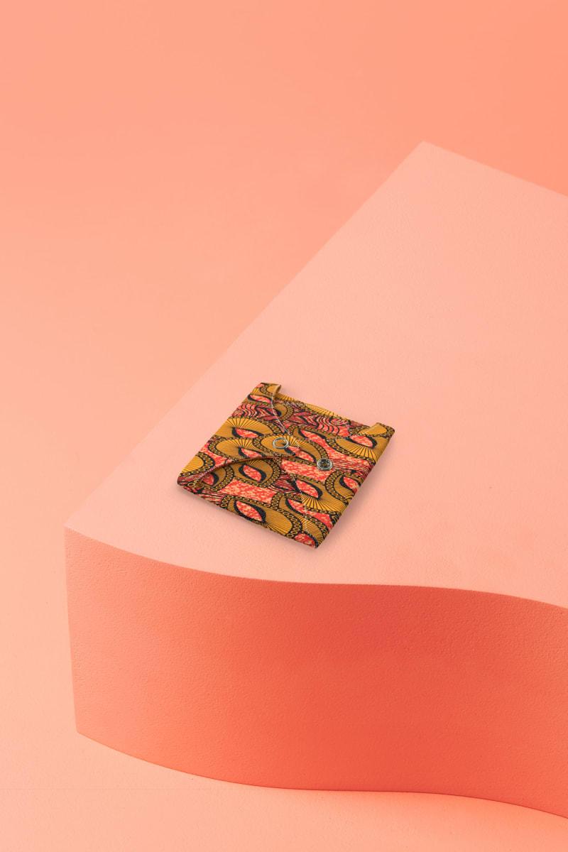 serviette hygiénique lavable en coton bio pour flux normal motif inspiration wax - pliée