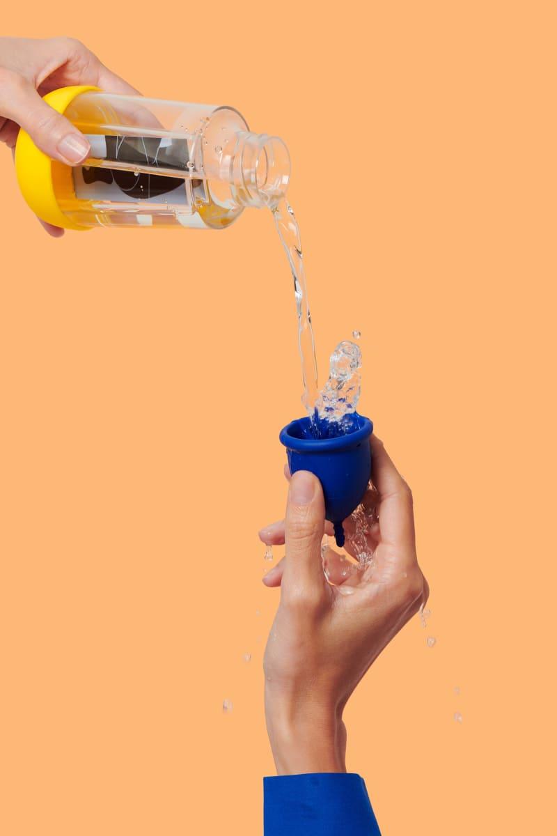 la gourde mini Gobi et sa coupe menstruelle L pour flux abondant - eau