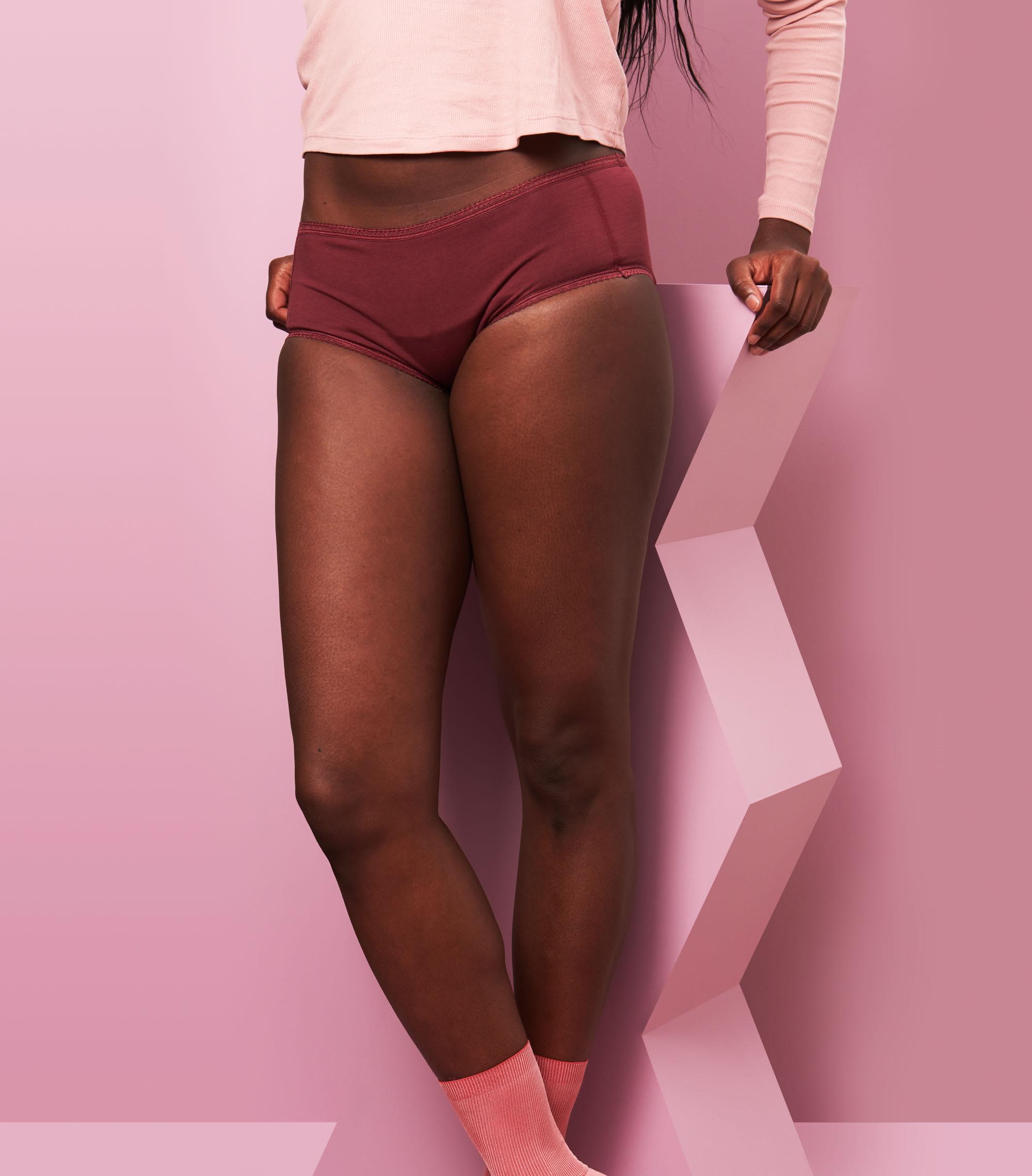 shorty menstruel uni bordeaux taille L pour flux normal - adossée