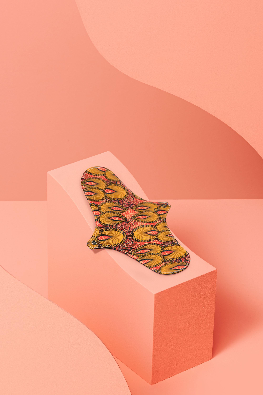 serviette hygiénique lavable en coton bio pour flux normal motif inspiration wax