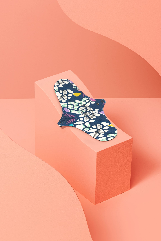 serviette hygiénique lavable en coton bio pour flux normal - motif colibri