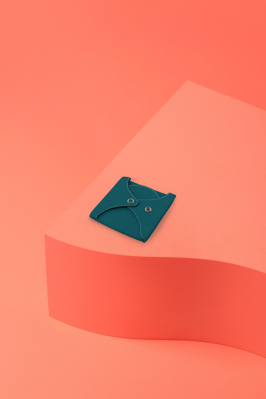 serviette hygiénique lavable en coton bio pour flux abondant - unie lagon -pliée