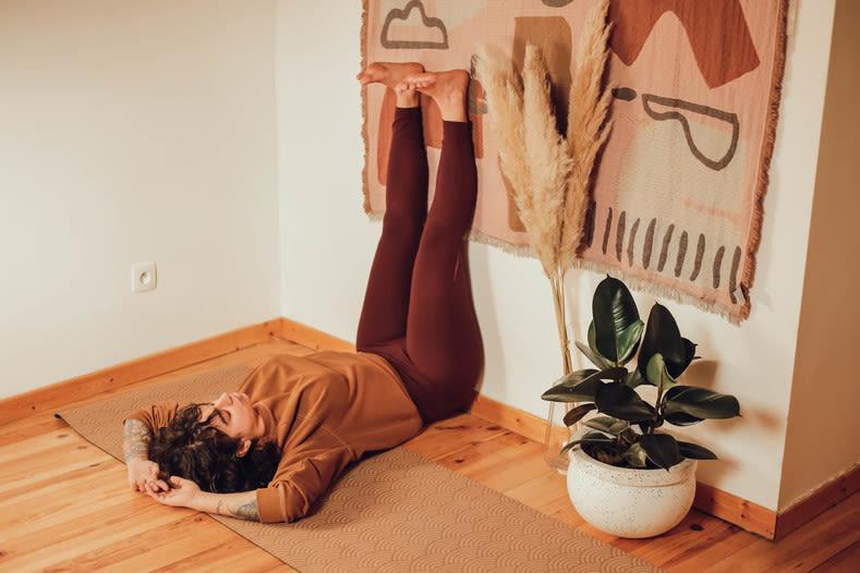Photo de la position de yoga Legs to the wall avec traversin