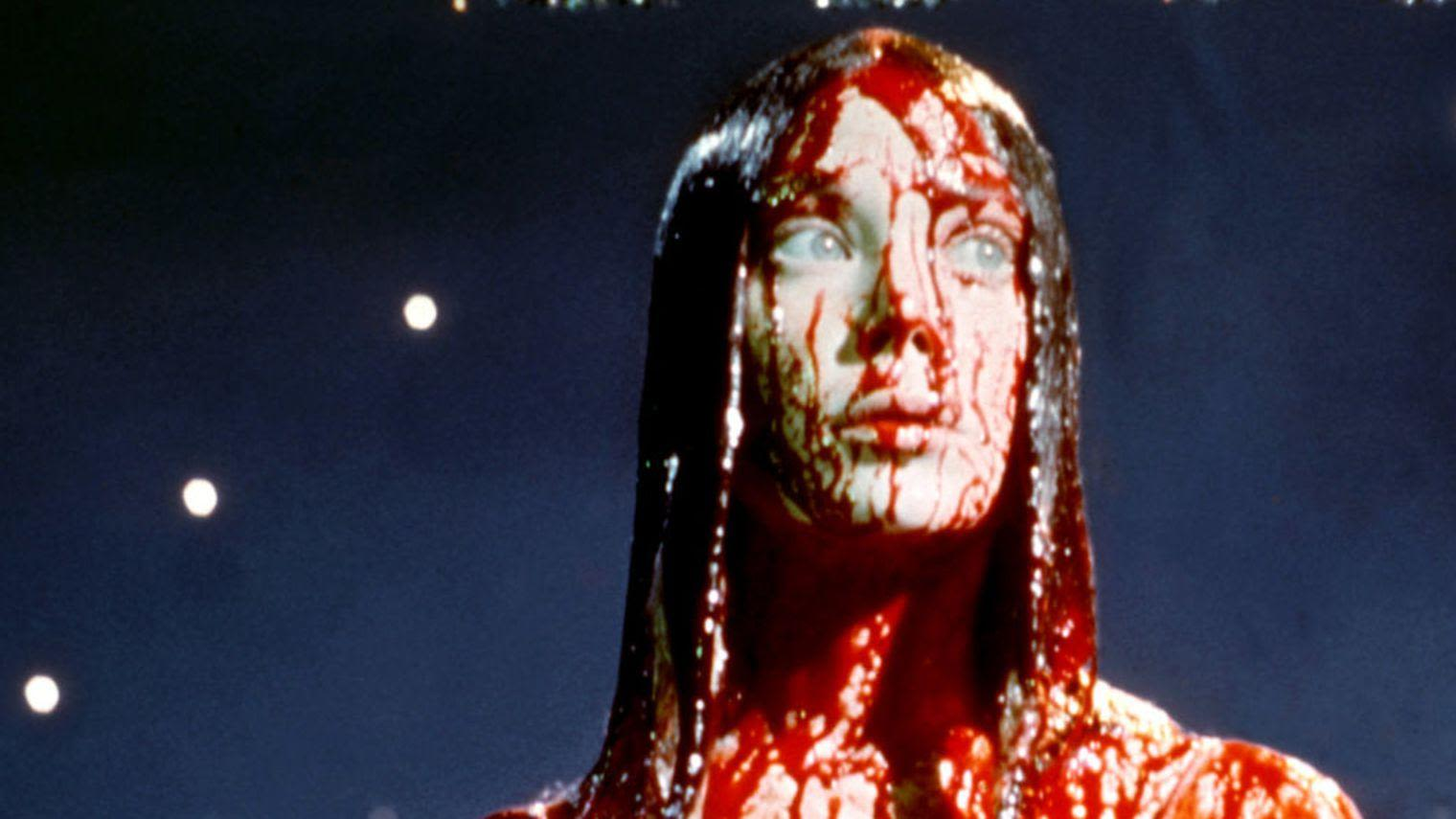 Carrie recouverte de sang menstruel dans le film de Brian De Palma, 1976