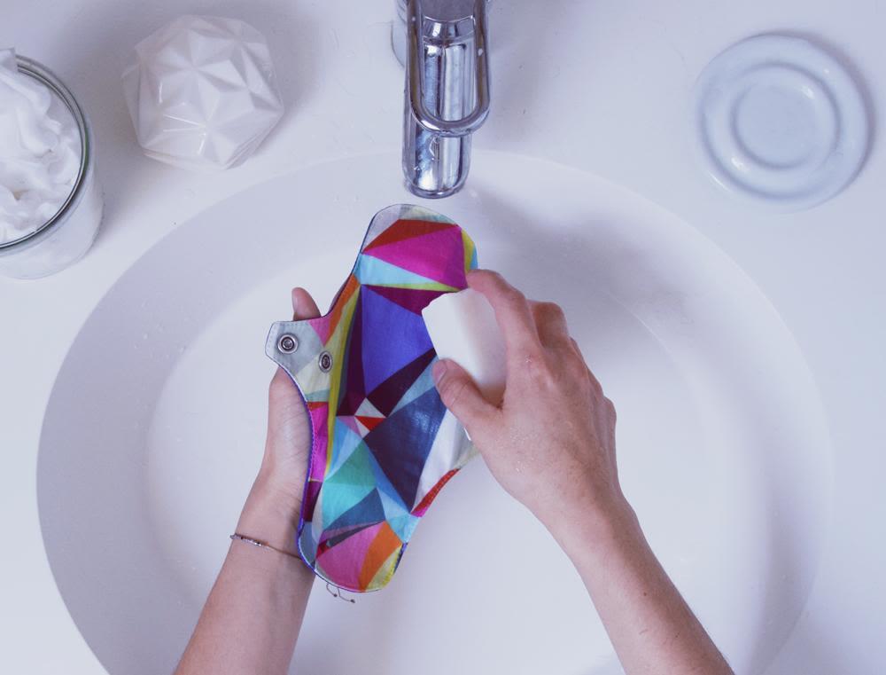 Laver sa serviette hygiénique lavable