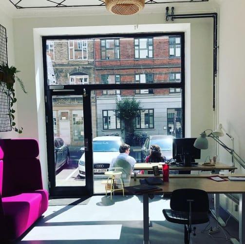 Lille hyggeligt Nørrebro kontorfællesskab søger lejer