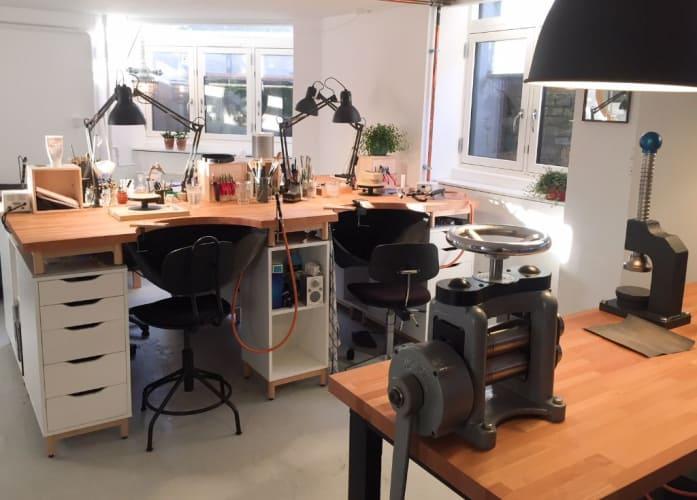 Værkstedsplads i guldsmedeværksted midt på Frederiksberg