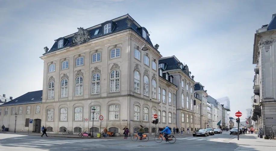 1 PLADS TILBAGE / VÆRKSTEDSPLADS MIT I CENTRUM / KONGENS NYTORV