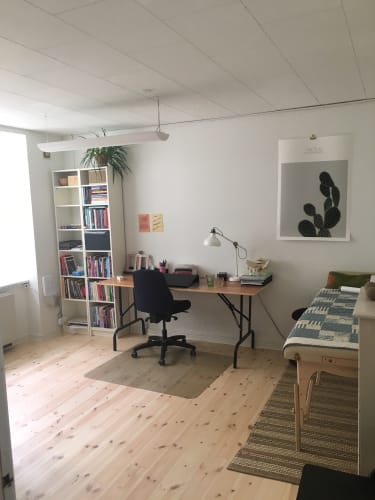 Nyistandsat kontor på indre Nørrebro, ideelt til samtaler