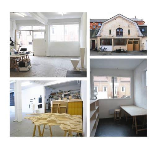Ledige pladser fra 1. juni i stort og lyst kontor/atelier ved Prags Boulevard!