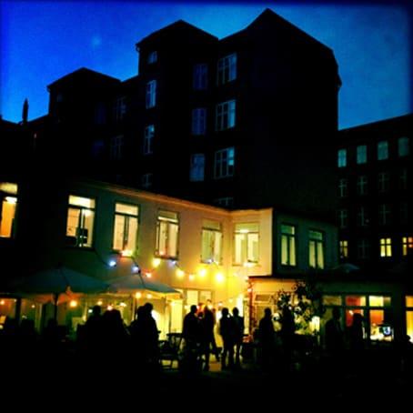 to pladser i kreativt baghus, Østerbro