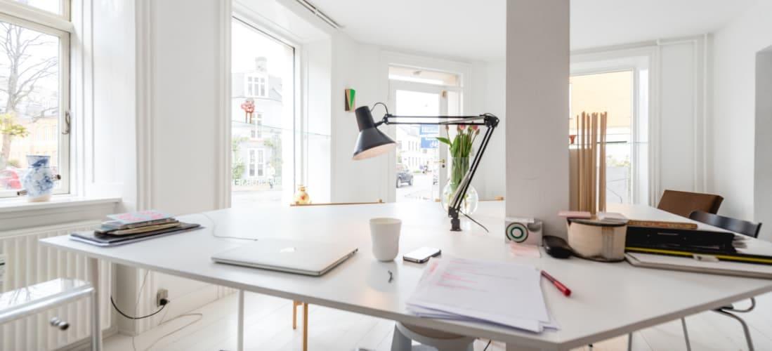 1 plads ledig (eller 2 flexpladser) i skønt kontorfælleskab i Nyboder kvarteret