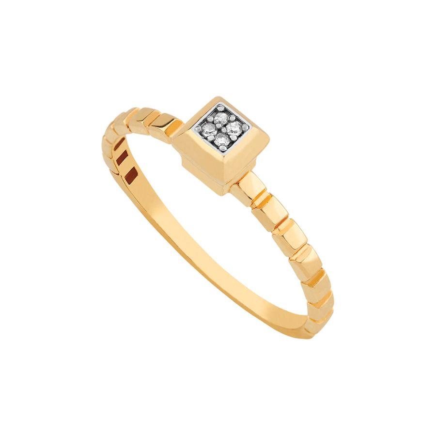 Anel em ouro amarelo, com detalhes em ouro branco e brilhantes